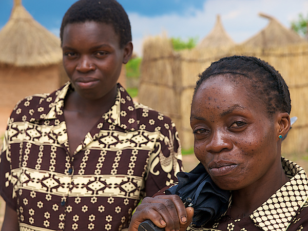 Proud mother, modest son. Makumba Village, Kalomo District, Zambia. (Foto: Geir)
