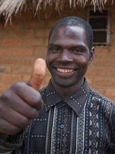 Thumbs up from the Chef at the Chinese company. He chose to skip work to spend the day with his neighbour's guests. Makumba Village, Kalomo District, Zambia. (Foto: Geir)
