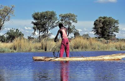 Pêcheur du delta d'Okavango