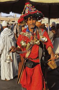 Marrakech - Porteur d'eau sur Jemaa el Fna - مراكش