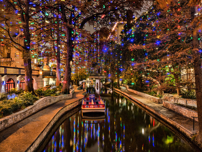 Riverwalk At Christmas