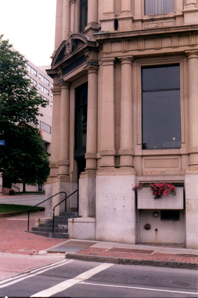 This is the current building at the corner of King St and Prince William Street. Note the screw anchors in the building. I believe these may have held a plaque about Benedict Arnold at one time. One reference I read said that plaques had apparently been  taken by American admirers of Arnold.