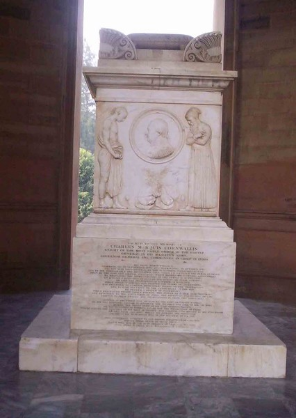 Monument within the rotunda