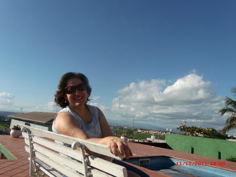 Renata tomando sol