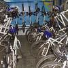 Várias bikes pra alugar no metrô da Sé