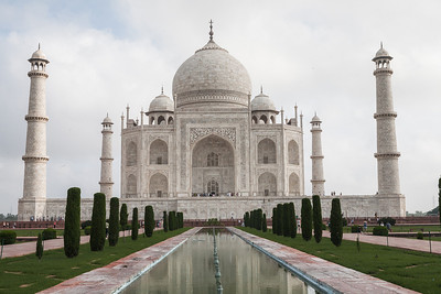 The most famous icons of India, the Taj Mahal needs no introduction. A UNESCO world heritage site, the Taj Mahal is an architectural marvel. Intricate carvings, studded with gems are exquisitely coupled with symmetry in design.
