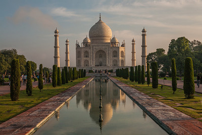 The most famous icons of India, the Taj Mahal needs no introduction. A UNESCO world heritage structure, it is an architectural marvel. Intricate carvings, studded with gems are exquisitely coupled with symmetry in design.