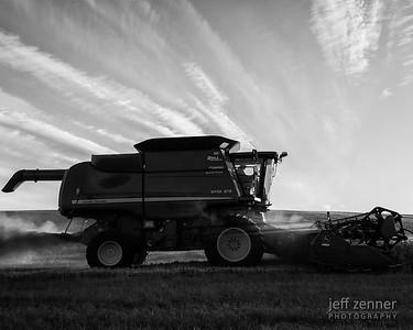 John Deere Combine Harvesting Wheat in Idaho!