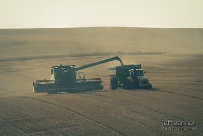 John Deere 9770 Combine Unloading Wheat
