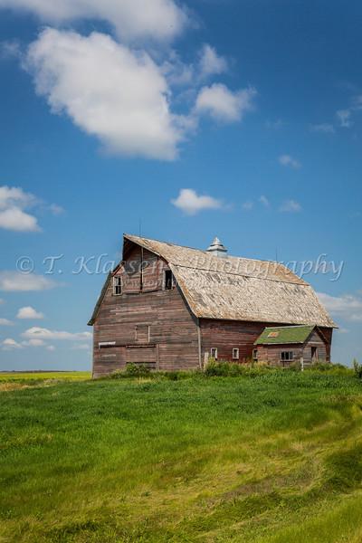 An old barn on the prairies near Cando, North Dakota, USA.