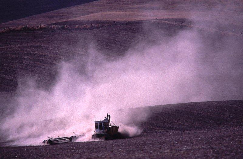 Dust tractor
