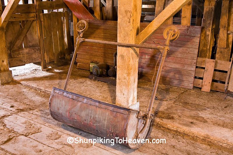 Manure Carrier, Scheer Barn, Linn County, Iowa
