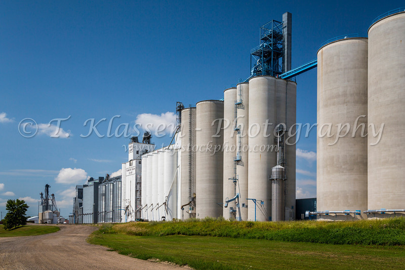 A large inland grain terminal at Rugby, North Dakota, USA.