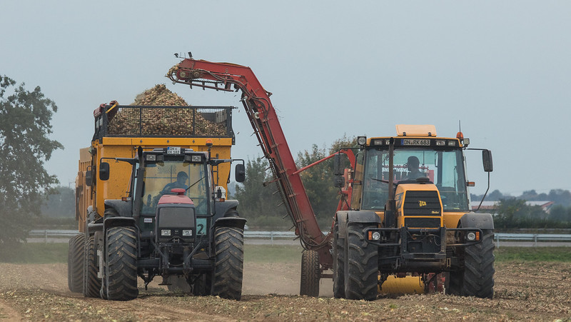 JCB Fastrac 155-65 hauling a Grimme DL 1500 potato harvester and a Valtra 8550 harvesting onions.