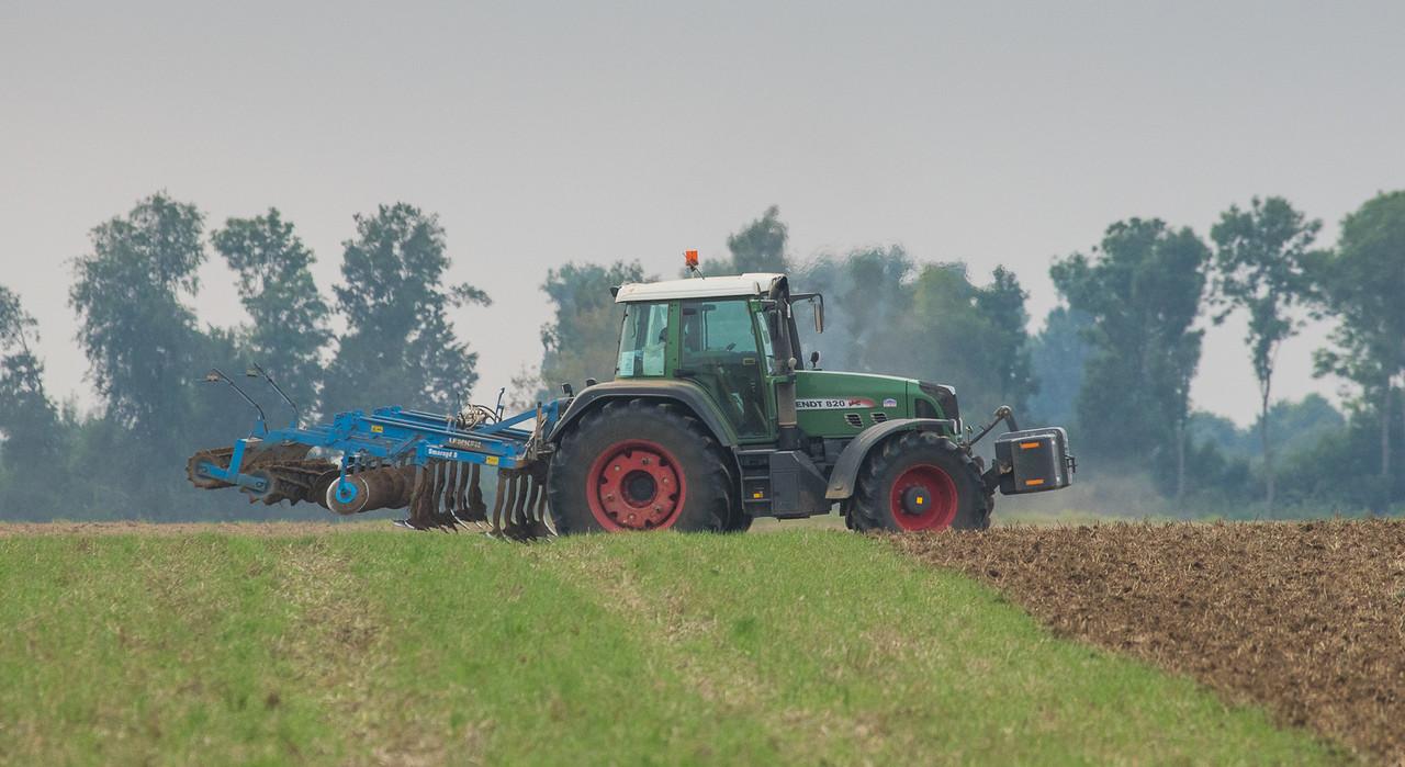 Fendt 820 plowing.