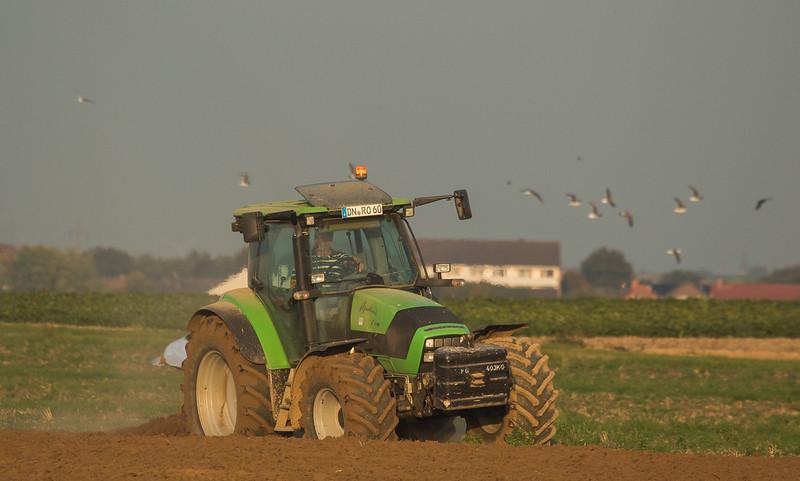 Deutz-Fahr Agrotron K110 with plow.