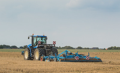 New Holland T9.560 with disk harrow.