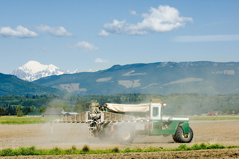 Applying fertilizer to a field