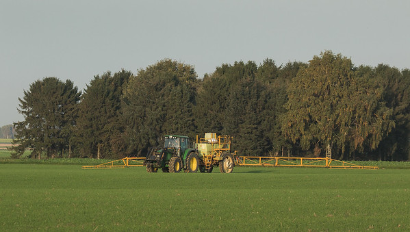 John Deere with sprayer in Hottorf.
