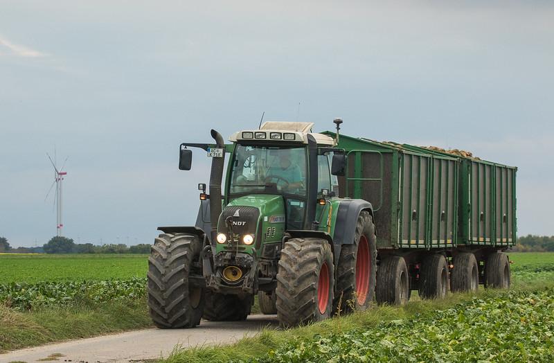 Fendt 718 Vario hauling sugarbeets.