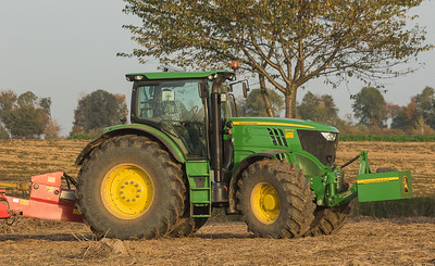 John Deere 6170R with Grimme SE 150-60 harvesting potatoes in Ralshoven.