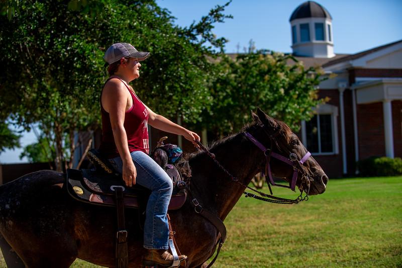 M19210- Horses on Campus-3146