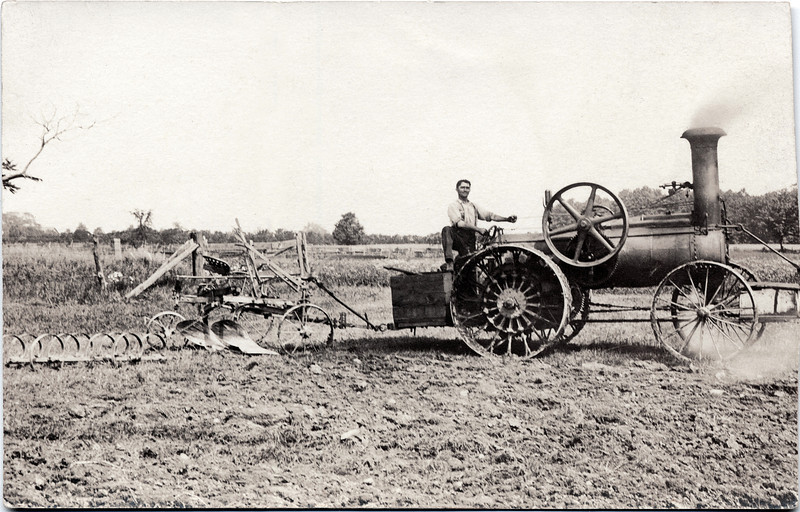 Steam engine with two bottom plow. (Scan ID: 28127)