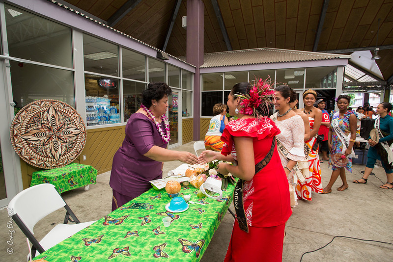 Miss South Pacific contestants greet the First Lady.