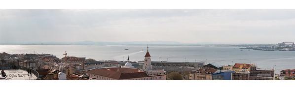 Lisbonne s'éveille / Vue de la terrasse du Monte Belvédère
