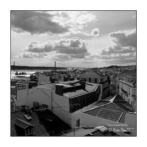 Toîts de Lisbonne depuis la terrasse du Monte Belvédère