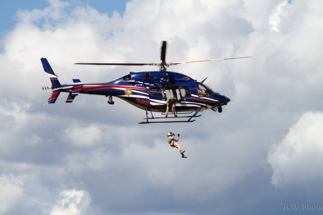 Two Bears rescue hekicopter