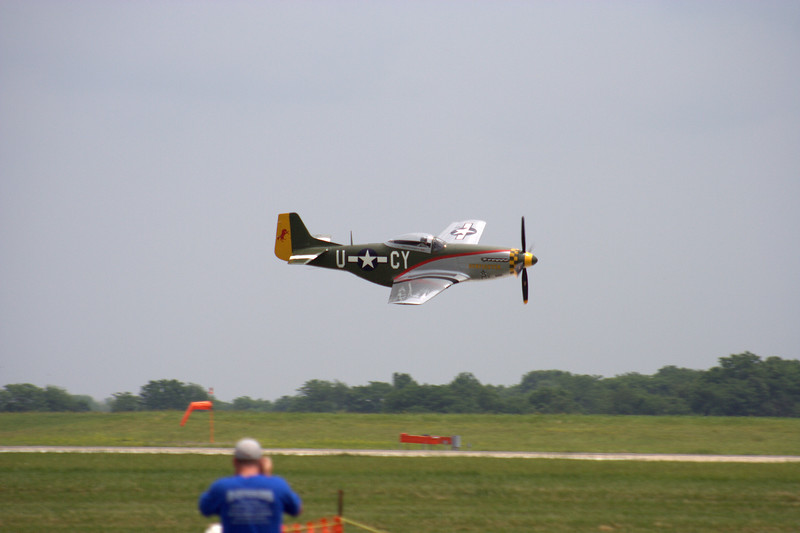 P51 Mustang, the <i>Gunfighter</i> makes a high-speed pass at the 2007 Salute to Veterans Airshow