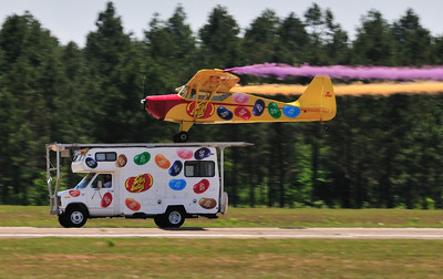 Ken Pietch lands his Jelly Belly plane on a special roof rack of an RV. The RV at this show was driven by Travis Reynolds.