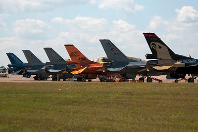 Three of the four F-16 demo teams parked their jets next to each other. From the left to the right are two F-16s for the Belgian Air Force. The middle two jets belong to the Netherlands F-16 team and the two planes on the right are from the Turkish Air Force.