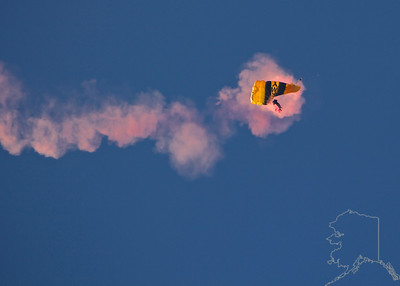The United States Army Golden Knights Parachute Team. Shoot failure.