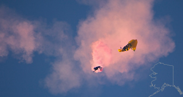The United States Army Golden Knights Parachute Team. Shoot failure. Cut-a-way. Back to free fall.