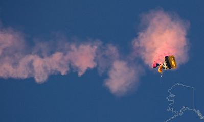 The United States Army Golden Knights Parachute Team. Shoot failure. Cut-a-way.
