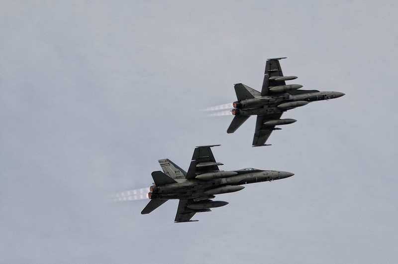 2 CF-18 Hornets from Bagotville arrive in style