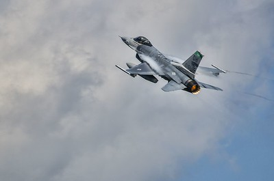 F-16 going up
