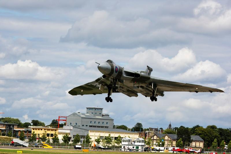 Avro Vulcan Bomber landing at Farnborough Air Show