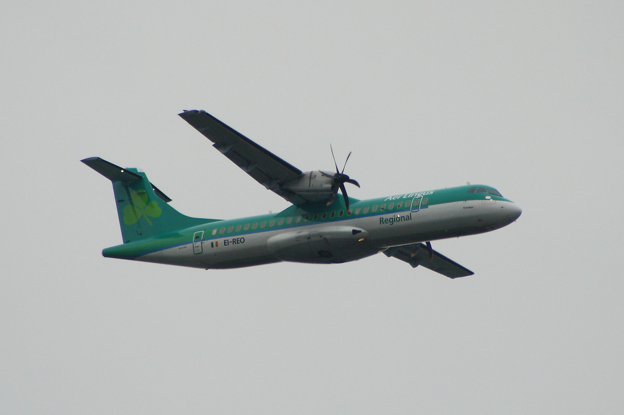 EI-REO An Aer Lingus Regional (Aer Arann) ATR ATR-72-500 on approach to Glasgow Airport about to lower it's landing gear. It was withdrawn in October 2013 when it went off lease.