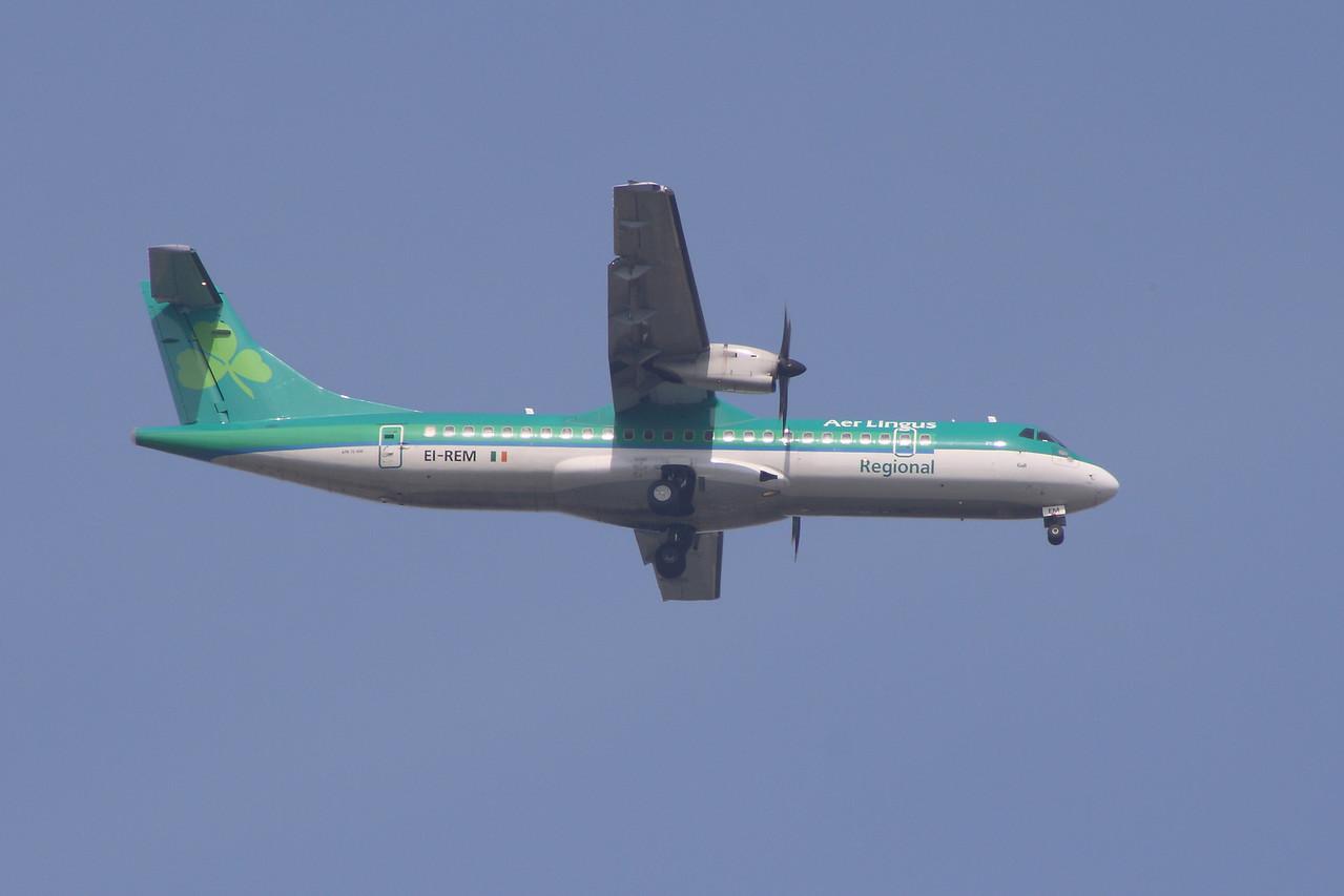 An Aer Lingus Regional (Aer Arann) ATR ATR-72-500 (EI-REM) on approach to Glasgow Airport