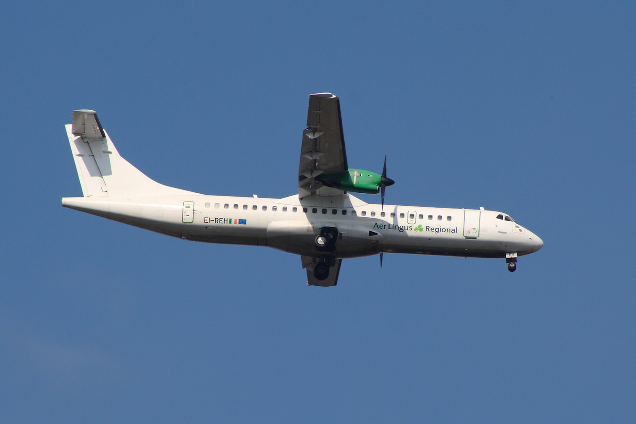 EI-REH An Aer Lingus Regional (Aer Arann) ATR ATR-72-202 on approach to Glasgow Airport.