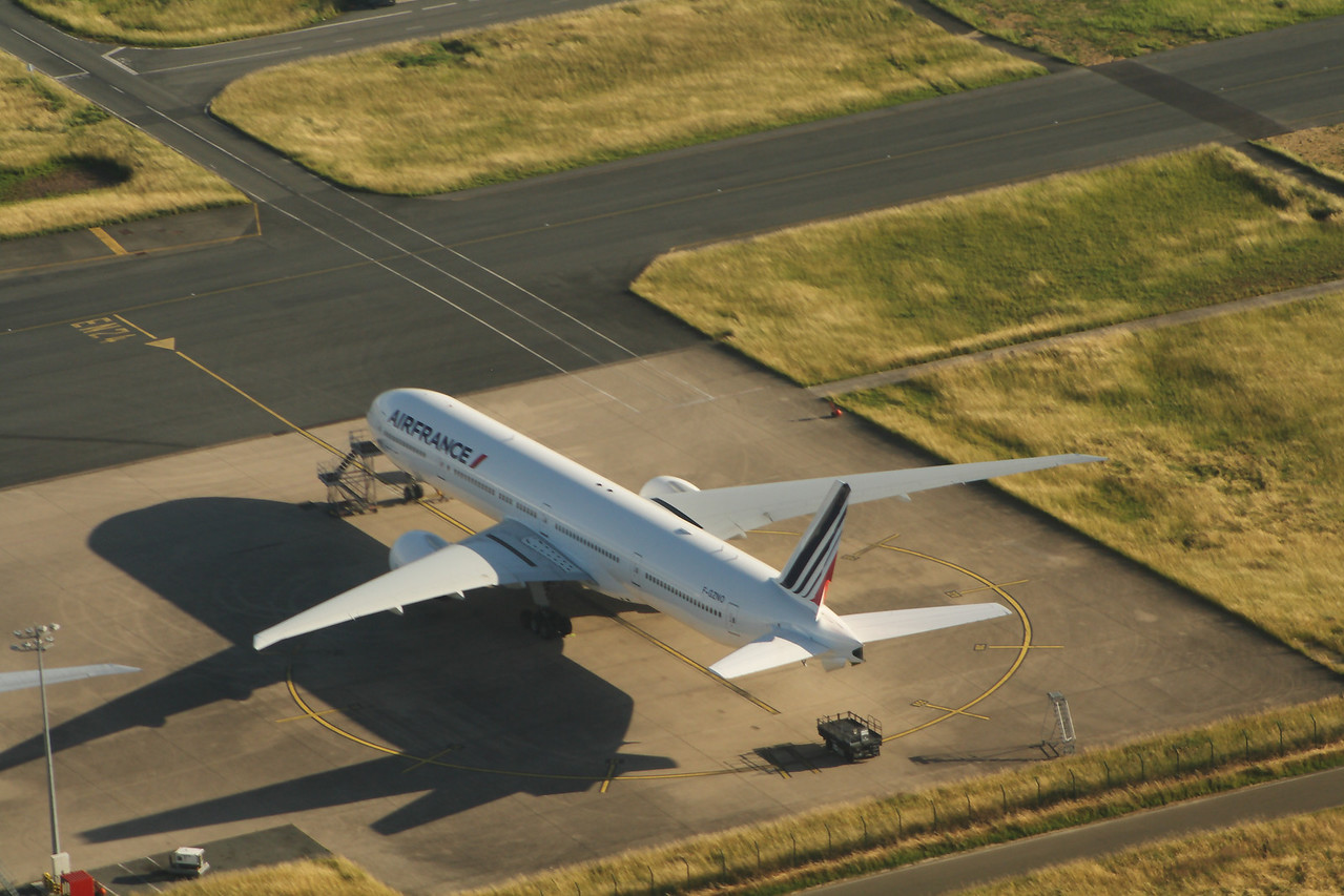 Air France Boeing 777-328(ER) (F-GZNO) at Paris Charles de Gaulle Airport
