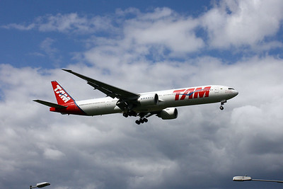 PT-MUH on approach to 09L at London Heathrow.