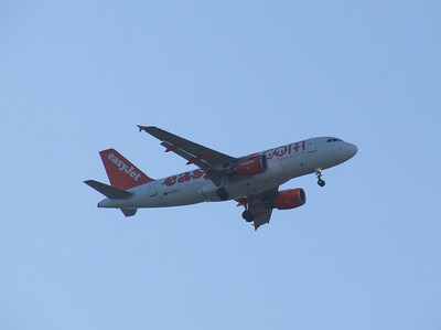 G-EZAJ An Airbus A319-111 on approach to Glasgow Airport