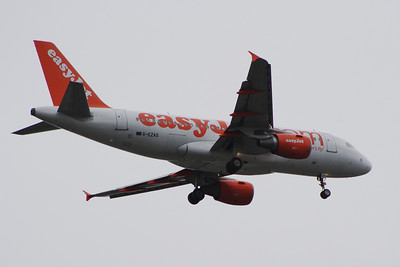 G-EZAS An Airbus A319-111 of EasyJet on approach to Glasgow Airport