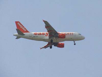 G-EZAT An Airbus A319-111 (G-EZAT) on approach to Glasgow Airport