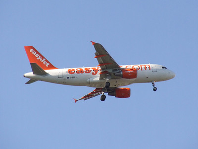 An Airbus A319-111 (G-EZFA) on approach to Glasgow Airport