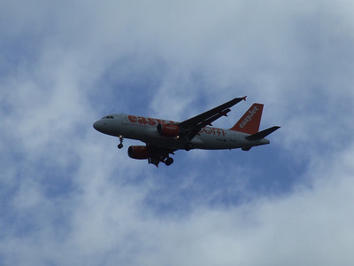 An Airbus A319-111 (G-EZIO) on approach to Glasgow Airport
